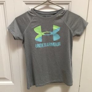 Girls grey Under Armour shirt